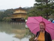 Ylva och Kinkaku-ji i ösregn