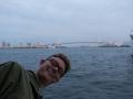 Erik åker båt i Tokyo