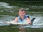 Erik får delfinlift