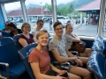 Redo för skumpig resa i katamaran