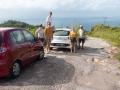 Dålig väg, bättre utsikt. Inga synliga skador på bilarna....