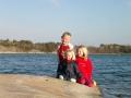 Barn, klippor och hav