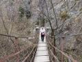 Hängande bro vid Sierra Nevadas fot