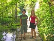 Erik och Ylva framför ännu ett vattenfall
