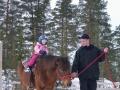 Födelsedagsbarnet rider