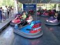 Emelie och Ylva kör bil